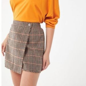 UO Teryn Houndstooth Fray Wrap Skirt